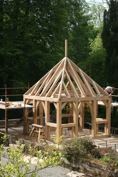 post and beam construction for a gazebo Timber Buildings, Small Buildings, Backyard Projects, Outdoor Projects, Gazebo Pergola, Timber Structure, Timber Frame Homes, Post And Beam, Garden Structures