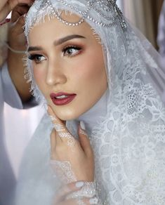 New Bridal Makeup Wedding Veils Ideas Muslim Wedding Gown, Muslimah Wedding Dress, Muslim Wedding Dresses, Wedding Hijab, Wedding Veils, Wedding Bridesmaids, Wedding Attire, Wedding Makeup, Hair Wedding