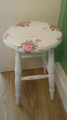 Lovely rose decorated stool. (image)