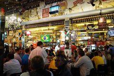 """""""Vila Madalena"""" ontem à noite (11/06/2014) - Bairro """"boêmio"""" em São Paulo, Brasil com a chegada dos Visitantes e Turistas do Mundo Inteiro, bem como de Torcedores de todos os Times participantes da COPA2014, já em expectativa para aproveitar a noite anterior à Abertura da Copa Mundial de Futebol da FIFA 2014."""