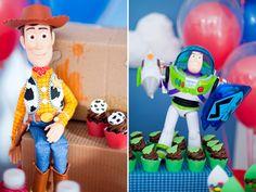 O Miguel ganhou uma festinha do Toy Story para comemorar seus 3 aninhos! A decoração pra lá de divertida é da Caraminholando, já o bolo e os doces decorado