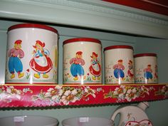 Nesco Dutch Canisters 1950's Vintage Canister Sets, Vintage Kitchenware, Vintage Tins, Vintage Love, Vintage Decor, Vintage Antiques, Retro Vintage, Vintage Stuff, Kitchen Canisters