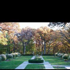 perfect outdoor fall wedding location salisbury house and garden desmoines iowa