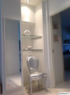 eteinen,peili,tuoli,valkoinen,hyllykkö