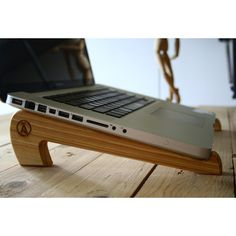 Handmade in Venezuela with Pine wood - Let your laptop perfectly ventilate avoiding overheating. - Helps prevent wrist injuries thanks to his
