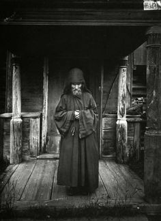 Благовещенский Керженский единоверческий мужской монастырь. Монах-схимник. Фото М.П. Дмитриева 1897 г.