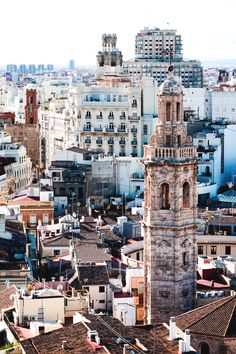 Dreaming of a trip to Valencia, as soon as we're ablo to travel again? We will offset (part of) the carbon emissions of your Flight to Valencia and build solar cook stove projects in Chad when you search & book with us. Valencia City, Valencia Spain Beach, Places To Travel, Places To Visit, Spain Travel Guide, Valence, Las Vegas, Plan Your Trip, Solo Travel