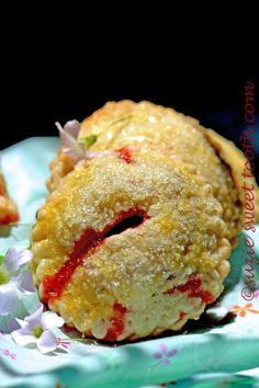 strawberry rhubarb hand pie single 2