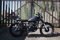 "Yamaha SR250 Brat Style ""BUZZ"" by Trinta&Um (@trintaeum_motorcycles) #motorcycles #bratstyle #motos | caferacerpasion.com Bobber Custom, Moto Cafe, Street Tracker, Style Retro, Yamaha, Cruise, Bike, Vehicles, Instagram Posts"
