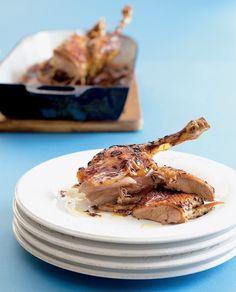 Pečená kachna se zelím na Štěpána patří k tradičním jídlům... Poultry, Pork, Food And Drink, Tasty, Beef, Chicken, Cooking, Tableware, Health