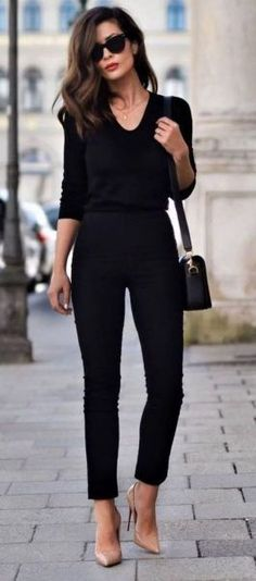 All black everything + nude heels clots fashion mode, tenues hiver chic e p Summer Work Outfits, Casual Work Outfits, Work Attire, Dress Casual, Black Outfits, Casual Summer, Casual Winter, Winter Outfits, Classy Outfits