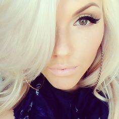 @_sassafrass Beautiful woman. Pretty. Makeup. Blonde. Nude.