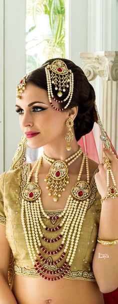 48 Stylish Wedding Hairstyle Ideas For Indian Bride - VIs-Wed Pakistani Jewelry, Pakistani Bridal, Indian Jewelry, Mughal Jewelry, Gold Jewelry, Pearl Jewelry, Indian Dresses, Indian Outfits, Moda Indiana