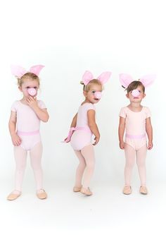 Continuing with our series on kids halloween costumes we have three little pigs today. I love classic costumes that everyone will recognize and are nostalgic for adults. Also, I try to make every costume an excuse to dress up little ones in tights and leotards because there's nothing sweeter! Here's how to put these 3 little … Farm Costumes, Animal Costumes For Kids, Family Costumes, Animal Halloween Costumes, Family Halloween Costumes, Halloween Kids, Halloween College, Diy École, Hallowen Ideas