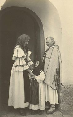 Peasant Family in Sibiu, Romania, Vintage Photographs, Vintage Photos, Romania People, Transylvania Romania, Folk Costume, Historical Pictures, People Of The World, Eastern Europe, Traditional Art