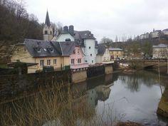 Casas a pie de río en Luxemburgo  Foto: Miguel Ángel Otero Soliño