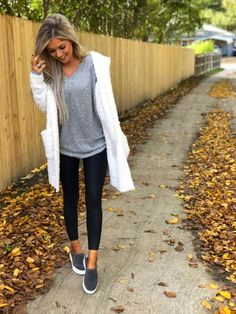 27 trendy and comfy fall outfit to wear everyday 9 Comfy Fall Outfits, Fall Winter Outfits, Trendy Outfits, Autumn Winter Fashion, Cool Outfits, Summer Outfits, Fashion Outfits, Style Fashion, Athleisure Fashion