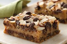 "Candy bar lovers - try this easy bar that keeps reminding you ""this is my favorite candy bar!"" Chewy Chocolate Chip-Almond Bars from BCrocker Chocolate Chip Cheesecake Bars, Brownie Bar, Fudge Cake, Köstliche Desserts, Delicious Desserts, Dessert Recipes, Yummy Treats, Sweet Treats, Almond Bars"