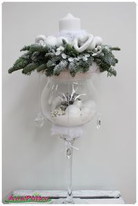 Use glass cups to make beautiful Christmas ornaments … – Flowers Desing Ideas Christmas Flowers, Christmas Candles, All Things Christmas, Christmas Time, Christmas Wreaths, Christmas Ornaments, Glass Ornaments, Christmas Cookies, Christmas Arrangements