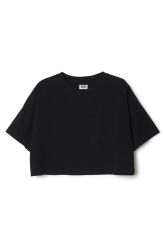 This is a cropped T-shirt in black with short sleeves and a rounded neckline. In a size small this tee measures 45.5 cm in length and 108 cm around the chest. The sleeve length is 18 cm.