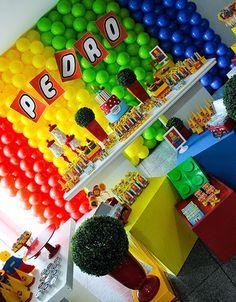 um tema bem alegre para comemorar os 2 aninhos do Pedro        cachepo lego          cupcake silvana correa     caixinha de acrílico  ...