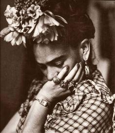 Portrait of Frida Kahlo by Sylvia Salmi, 1944  gvg