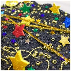 Your preschoolers will love exploring the stars and building language skills with this fun, sparkly night sky sensory bin. Sensory Bottles, Sensory Bins, Sensory Activities, Sensory Play, Bonfire Night Crafts, Sensory Language, Nighttime Sky, Imaginative Play, Night Skies