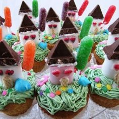 House shaped Cupcakes - there is a recipe though not in English