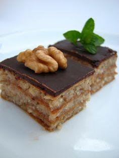 Gitta nyersétel blogja: Zserbó újra Raw Desserts, Healthy Desserts, Raw Food Recipes, Salty Snacks, Egg Free, Tiramisu, Dairy Free, Good Food, Paleo