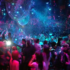 Looking to be elegant in #Vegas ? Check out the stylish nightclub #TheBank and party surrounded by gold!