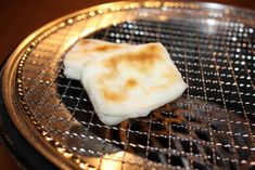 Mochi continues to be Japan's deadliest New Year's food, causes two deaths in Tokyo on January 1. Its so stretchy that it can be hard to bite through, especially for senior citizens. Every year, a number of elderly Japanese choke on their New Year's mochi. This year, the Tokyo Fire Department reported that by 9 p.m. on January 1, 15 were hospitalized. Their ages ranged between 55 and 90, and 2 men, 1 in his 50s & the other in his 80s. (Sources: Sankei News via Jin/Ryugo News Sokuho Tsuhin…