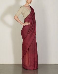 Beetroot Yarn Dye Sari Anavila: Pinned by Sujayita Indian Attire, Indian Wear, Indian Dresses, Indian Outfits, Formal Saree, Saree Jewellery, Modern Saree, Stylish Blouse Design, Simple Sarees