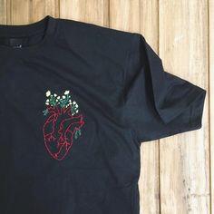 49 trendy embroidery tshirt handmade - 49 trendy embroidery tshirt handmade Source by - Diy Embroidery Shirt, Embroidery On Clothes, Embroidered Clothes, Hand Embroidery Patterns, Embroidery Art, Embroidery Designs, Custom Clothes, Diy Clothes, Handmade Clothes