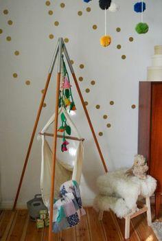 Diy kinderzimmer inspiration filz bommel mobile mamiplatz blog - Kinderzimmer impressionen ...