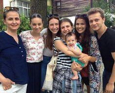 Turkish Men, Turkish Actors, Hot Actors, Actors & Actresses, Family Photos, Couple Photos, Best Friend Photos, Best Friends Forever, Party Cakes
