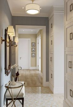 A selection of modern hallway ideas for high-end interior design projects Foyer Design, Hallway Designs, House Design, Contemporary Hallway, Modern Hallway, Contemporary Interior Design, Apartment Entryway, Cozy Apartment, Entryway Decor