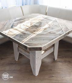 And here you have table top view designed by Nika.Table made using 100% reclaimed wood from pallets. We call this furniture fisherman. / A tu widok na blat. Mozajka wymyślona przez Nike. Stół drewniany wykonany w 100% z odzyskanych materiałów, głównie z palet. Mebel nazwany przez nas Fisherman.