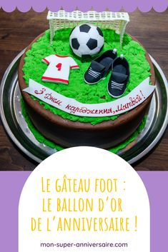 Faire un gâteau d'anniversaire Foot Cupcake Football, Ballon, Macaron, Cupcakes, Birthday Cake, Champions, Desserts, Vanilla Cake, Tailgate Desserts