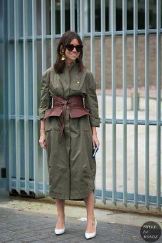 Natasha Goldenberg before the Loewe fashion show. The post Paris Fashion Week Fall 2017 Street Style: Natasha Goldenberg appeared first on STYLE DU MONDE | Street Style Street Fashion Photos #ParisFashion