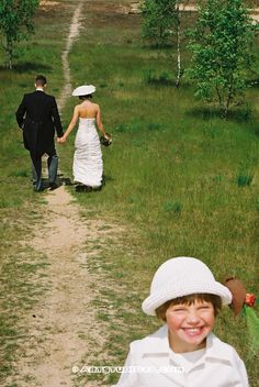 #trouwen #huwelijk #foto #trouwreportage www.Artstudio23.com #wedding series #love and #marriage pictures by Melanie E. Rijkers and Hans van Nunen #breda #fotostudio en opleidingen #girl smiling