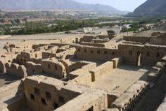 Tambo Colorado en Ica, el sitio arqueológico mejor conservado del país.  Uno de los centros urbanos inca que están en mejor conservación en el Perú, es Tambo Colorado, también conocido como Pucahuasi, ubicado en la provincia de Pisco, en el departamento de Ica.