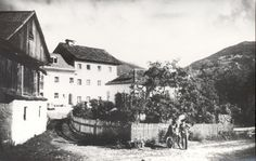 Lavant um 1930. Links: Futterhaus Flor, Steirer, Gemeindehaus und Schulhaus