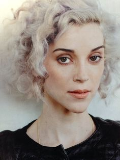 I'm so ready for Annie Clark hair St Vincent Annie Clark, Hair Inspo, Hair Inspiration, Short Hair With Bangs, Grey Hair, Look Chic, Silver Hair, Drawing People, Woman Face