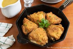 Skillet Roasted Chicken Thighs with Pan Gravy Entree Recipes, Cooking Recipes, Paleo Recipes, Fresh Tomato Soup, Spinach Lasagna Rolls, Roasted Chicken Thighs, Chicken Seasoning, Chicken Gravy, Creamy Mashed Potatoes