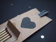 Sorprende en tu boda con los mejores detalles para los invitados: un kit de bengalas hecho por ti.
