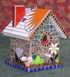 LightGarden Glass Art Studio - Stained Glass Mosaic Birdhouses - Gardening For Today Tile Art, Mosaic Art, Mosaic Glass, Mosaic Crafts, Mosaic Projects, Mosaic Designs, Mosaic Patterns, Mosaic Birdbath, Birdhouse Designs
