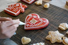 Hungarians make the most beautiful Gingerbread. Christmas, Easter, and weddings all call for the spicy dough. Star Cookies, Iced Cookies, Biscuit Cookies, Gingerbread Decorations, Gingerbread Cookies, Gingerbread Houses, Cooking With Ghee, Cooking Tips, Wedding Cookies