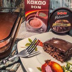 Eύκολο λεπτό κέικ σοκολάτας με επικάλυψη ΙON Patisserie Cover Cream - ION Sweets Chocolate Fondue, Cocoa, Sweets, Cream, Desserts, Cakes, Creme Caramel, Tailgate Desserts, Deserts