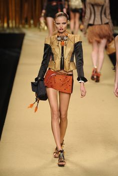 Louis Vuitton Spring 2009 Ready-to-Wear Fashion Show - Magdalena Frackowiak