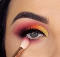 eyeliner yellow make up - eyeliner yellow Makeup Eye Looks, Eye Makeup Steps, Eye Makeup Art, Beautiful Eye Makeup, Cute Makeup, Skin Makeup, Makeup Inspo, Eyeshadow Makeup, Yellow Eyeshadow